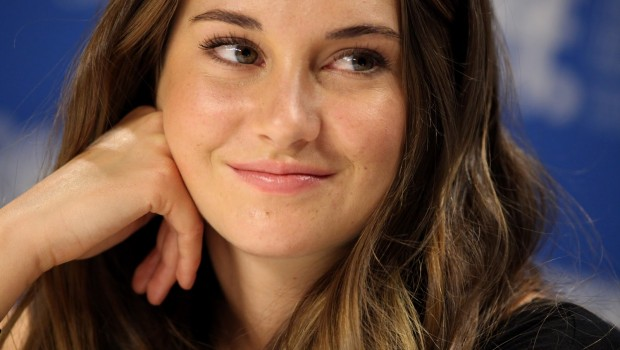 1Shailene -Woodley-wallpaper-04