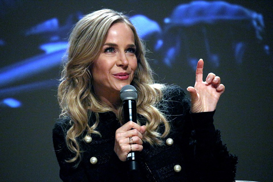 Julie Benz by ClapMag